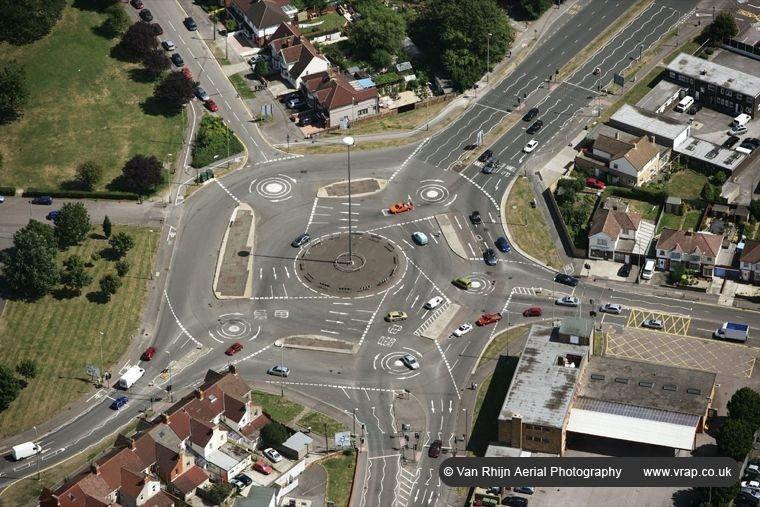 how to understand roundabouts uk