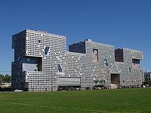 Un edificio de domitorios en el MIT