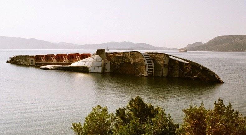 """El """"Mediterranean Sky"""" fue originalmente llamado """"Ciudad de York"""" cuando fue construido en 1952 en Newcastle, Inglaterra. El crucero partió de Londres en noviembre de 1953, y mantuvo su servicio hasta su venta en 1971, cuando se convirtió en el """"Mediterranean Sky"""". Su último viaje fue en agosto de 1996, cuando navegó desde Brindisi a Patras. Debido a la situación financiera de las empresas, el Mediterranean Sky fue arrestado en 1997, mientras se encontraba en Patras. Dos años más tarde fue remolcado al Golfo de Eleusus en Grecia, donde yacía abandonado. A finales de 2002, el barco comenzó a hacer agua y comenzó a inclinarse. Para poner fin a su hundimiento, fue remolcado a aguas poco profundas y encallado. En enero de 2003, Mediterranean Sky se desplomó a su lado, donde permanece a la espera de su destino."""