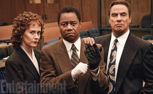 Sarah Paulson, Cuba Gooding y John Travolta como Marcia Clark, O. J. y el abog. Bob Shapiro